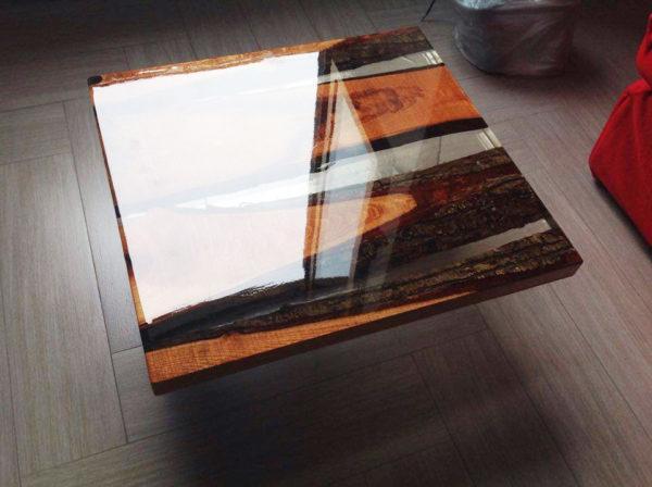 Fabriquez votre table en bois et résine.