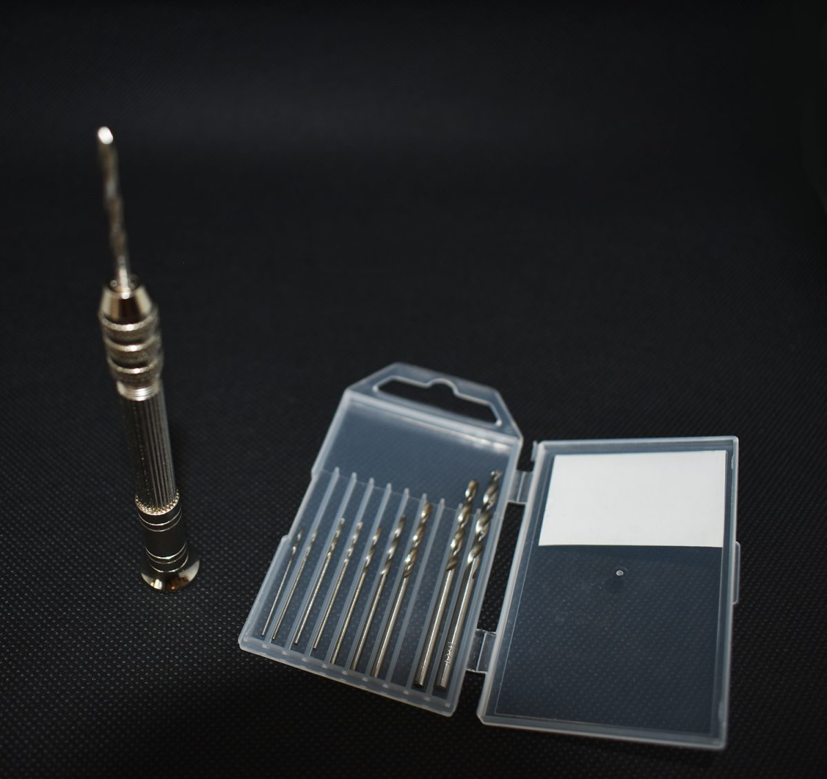 Mini perceuse manuelle pour le traitement des bijoux